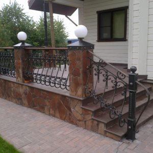 Кузня Лестницы и лестничные перила po-derevu2