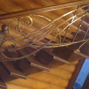 Кузня Лестницы и лестничные перила po-derevu5