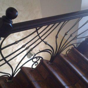 Кузня Лестницы и лестничные перила po-derevu9