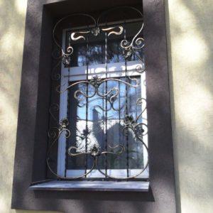 Кузня оконные решетки балконные перила5