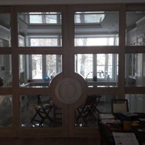 Двери раздвижные со стеклом