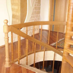 деревянная лестница на больцах1