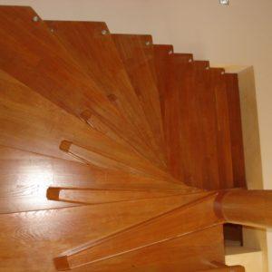 деревянная лестница на больцах3