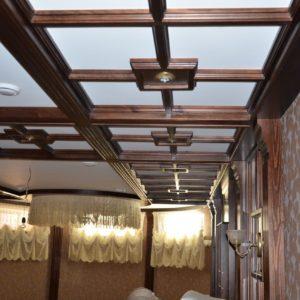 потолочные балки и стеновые панели из дерева1