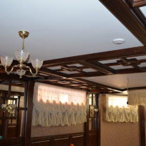 потолочные балки и стеновые панели из дерева2
