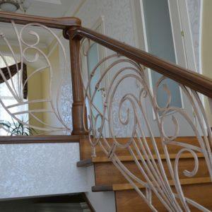 82_Дубовая лестница и художественная ковка_12