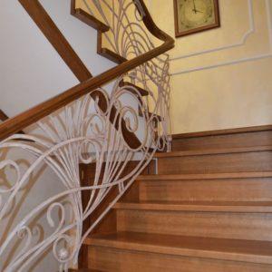 82_Дубовая лестница и художественная ковка_4
