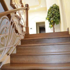 82_Дубовая лестница и художественная ковка_6