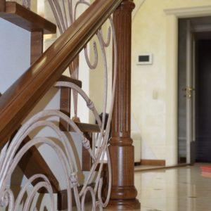 82_Дубовая лестница и художественная ковка_7