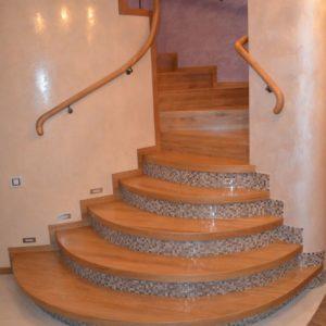 94_лестница массив с кованными ограждениями_1
