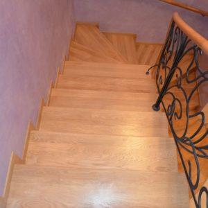 94_лестница массив с кованными ограждениями_2