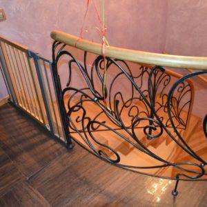 94_лестница массив с кованными ограждениями_4