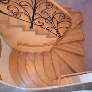 94_лестница массив с кованными ограждениями_6