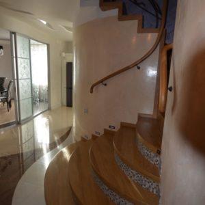 94_лестница массив с кованными ограждениями_7