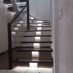 138_Лестница массив дерева с подсветкой_1