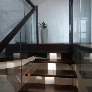 138_Лестница массив дерева с подсветкой_3